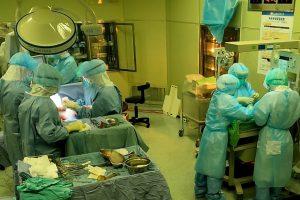 確診孕婦插管生產 跨科剖腹保全母女